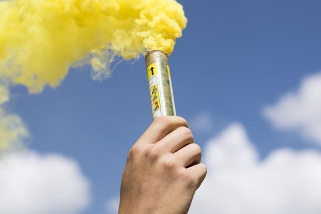 Découverte des différentes utilisations des fumigènes.