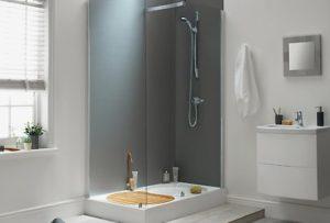 Recourir à un plombier pour installer sa douche italienne