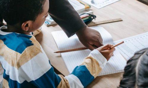 Comment aider les élèves atteints de dyslexie et de dysgraphie ?